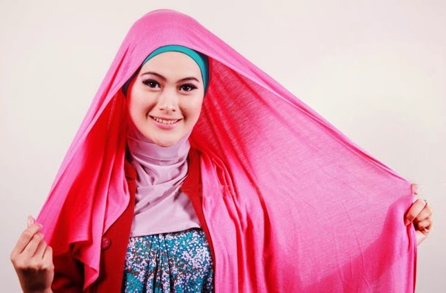 Tips Pakai Jilbab dengan Scarf Material Tipis dan Transparan