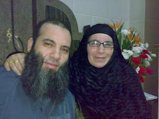 صورة للشيخ محمد حسان مع والدته :)