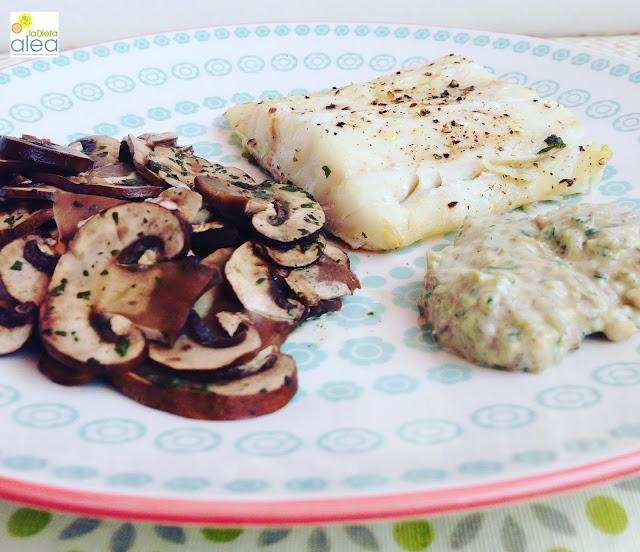 Bacalao con salsa tártara y champiñones al ajillo