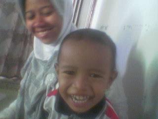 ini istriku dan anak pertamaku : Musyafi'ah & Zidna Basthotan