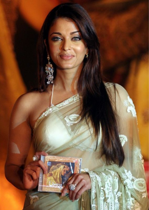 ITS A PICTURES WORLD Aishwarya Rai Hot Saree Pictures