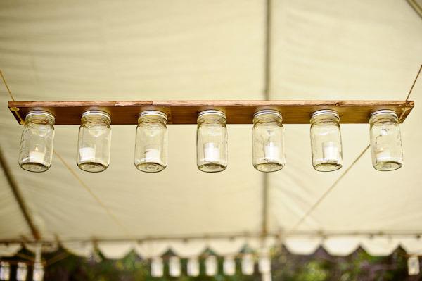 Lámpara hecha con botes de cristal