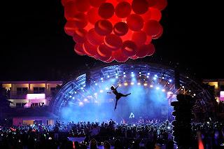 Por última vez este verano, nuestra Flying Ballerina voló por encima de Ushuaïa Ibiza Beach Hotel