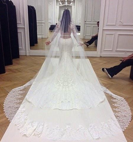 Булченската рокля на Ким Кардашиян
