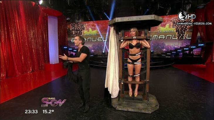 La bailarina Barbara Reali en lenceria en truco de magia damageinc-videos HD 720p