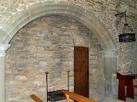 Detall de l'entrada a la capella lateral