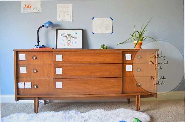 getting organized with drawer labels in a kid's room