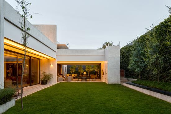 Podio casa jard n todo en uno for Jardines pequenos para casas modernas
