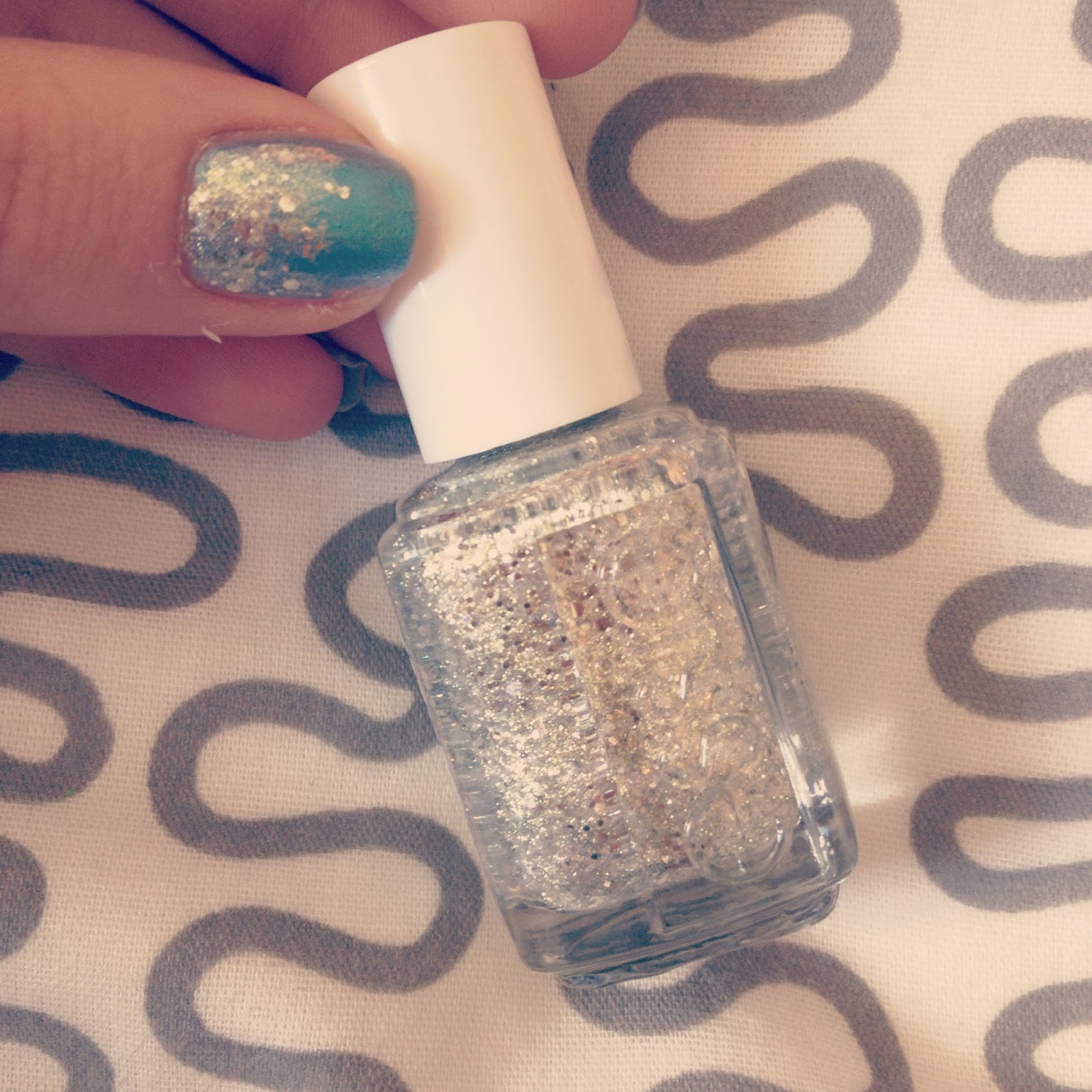 Essie Silver Glitter Nail Polish Hors 'DOeuvres