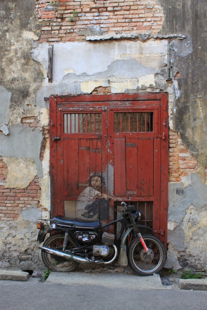 Penang street art - Old motocycle - Ernest Zacharevic