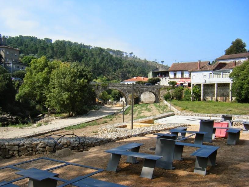 Vista do parque de merendas e ponte em Alcafache