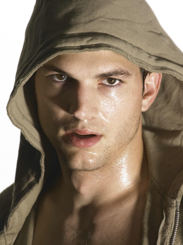 http://2.bp.blogspot.com/-uaJk3enpKOE/TbnQ-WjFcaI/AAAAAAAABPw/iOLDDzhYclY/s1600/Ashton-Kutcher-hottest-actors-1082920_1125_1500.jpg