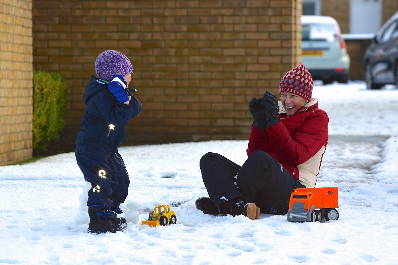 Jackson throws a snowball at Kate