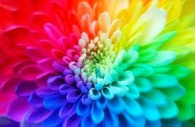 Hjernen hviler aldri ~ når vi sover, danser fantasien, er vel da vi drømmer om farver :)