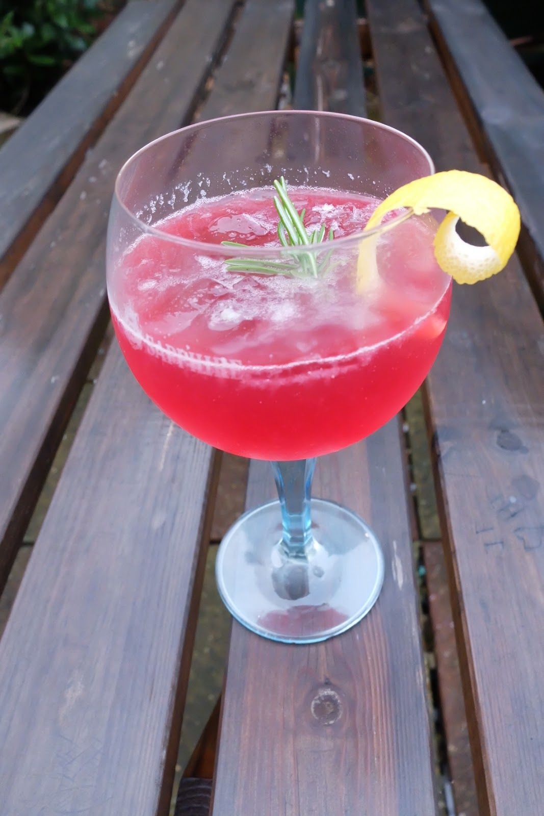 sloe gin and lemo fizz cocktail recipe