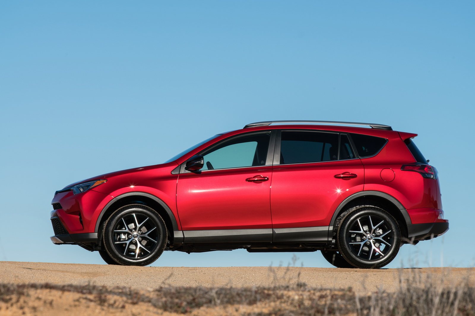 Toyota wants 2016 rav4 to beat the honda cr v become for Honda rav 4