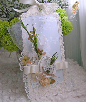 wedding tag made with petaloo flowers