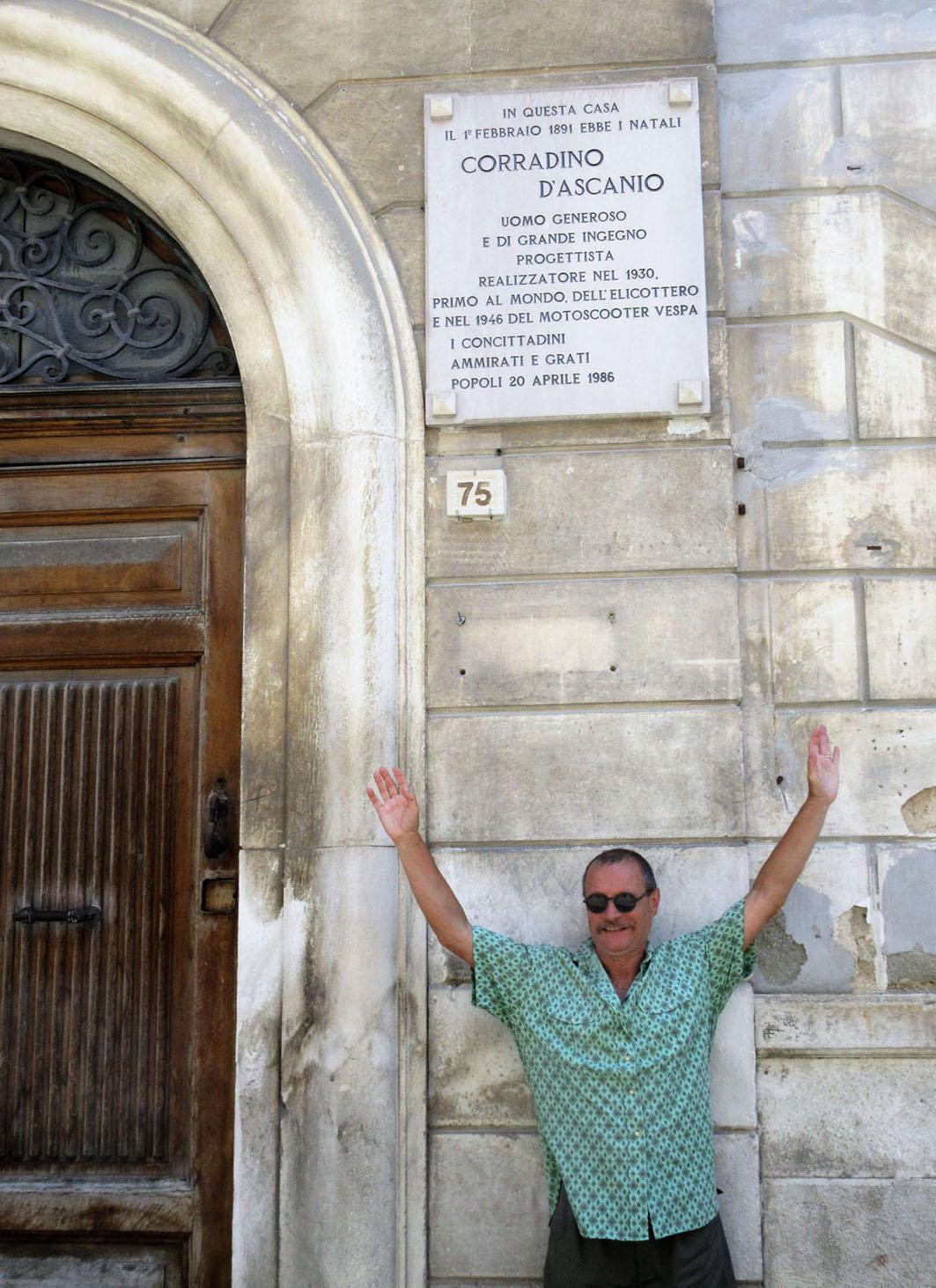 Popoli (Pescara): rendo omaggio a Corradino D'Ascanio.
