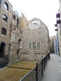 Just to give you an impression of the difference in street levels between now and the Middle Ages: the ruins of the Palace of the bishop of Winchester in Southwark