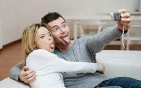 pasangan baru pacaran suka pamer kemesraan