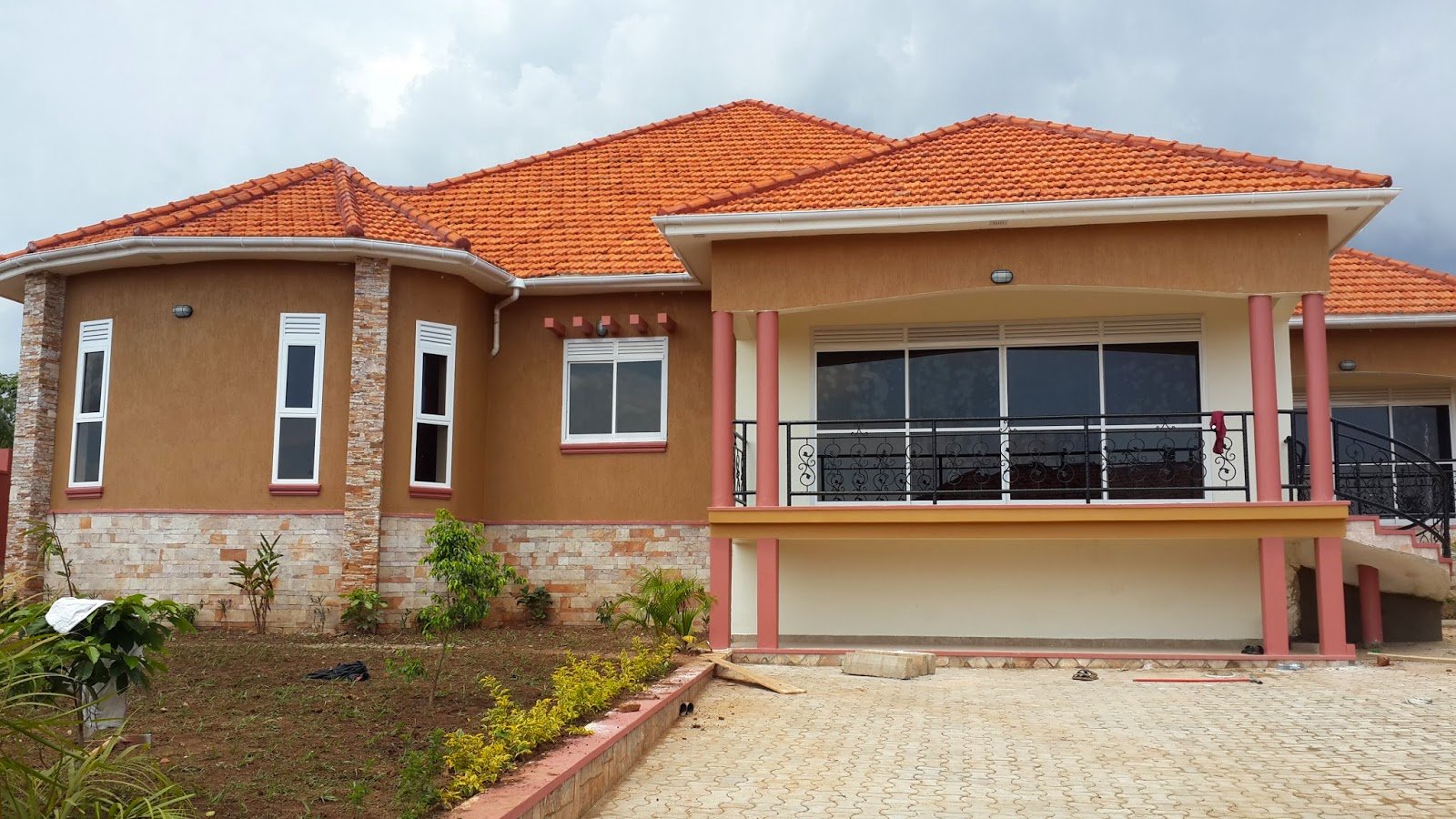 House for sale land size 30 decimals 4 bedrooms asking price 500m