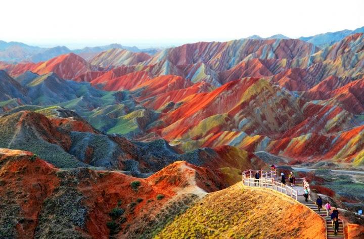 حجر جيرى ومعادن شكلا أجمل جبال العالم  1