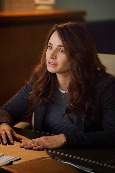 Mia Maestro as Dr. Nora Martinez in The Strain Season 1 Episode 5 Runaways