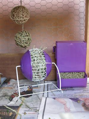 Gravity bin feeder