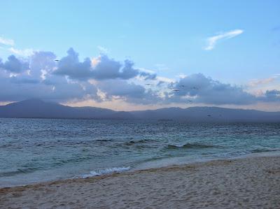 Amanecer Isla Guanidup, Guna Yala, San Andrés, Panamá, round the world, La vuelta al mundo de Asun y Ricardo, mundoporlibre.com