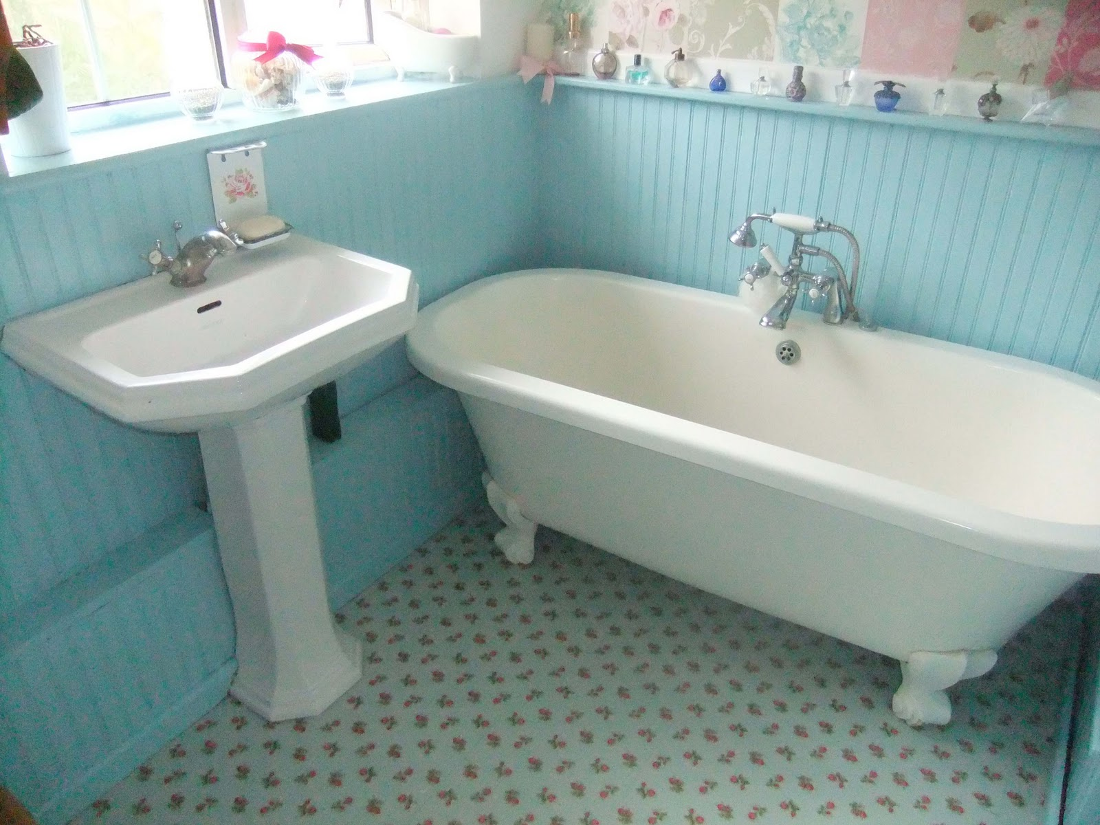 ShabbyChicSarah: At Last - Cath Kidston Floor Tile Ta Dah!!