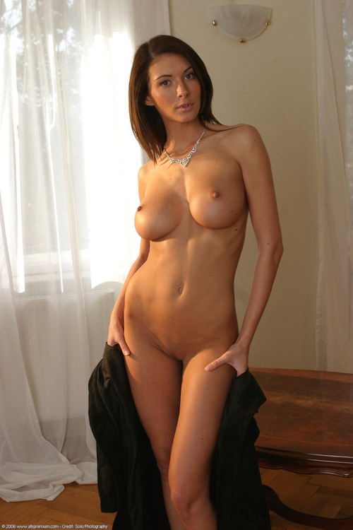 голая девушка фото женщина за 30