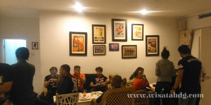 Alamat dan kontak telepon cafe di Bandung