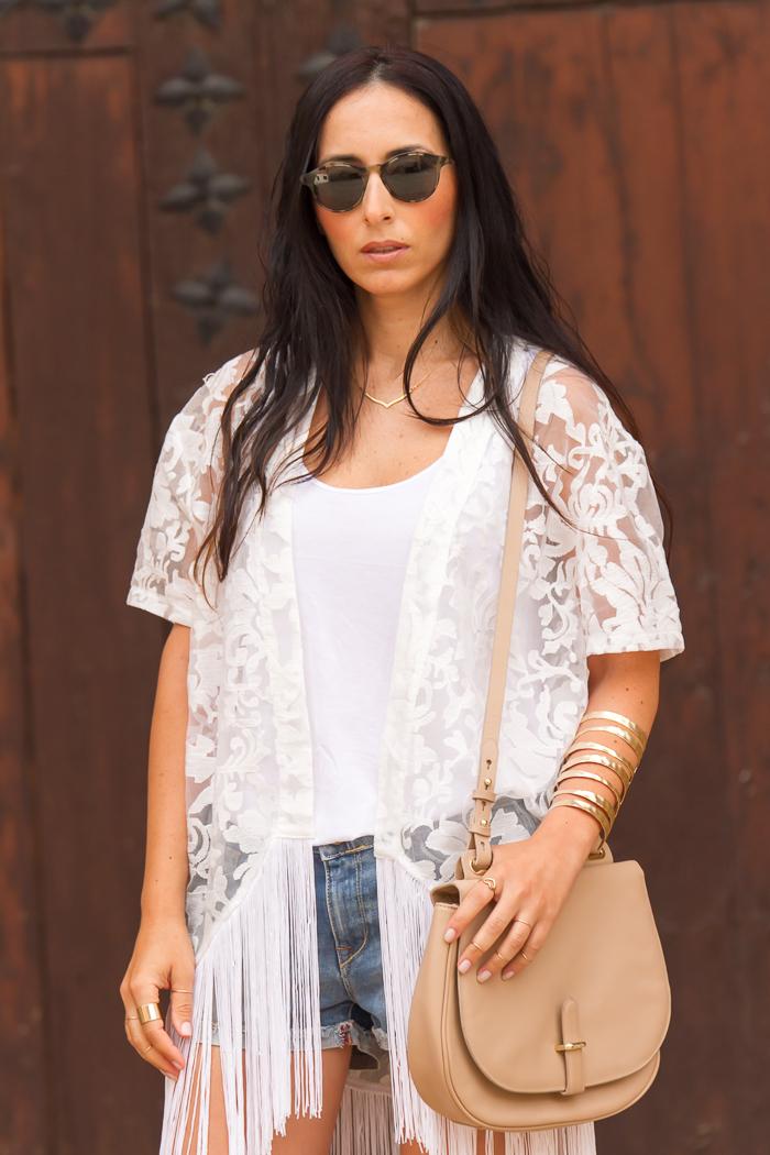 Kimono de encaje blanco + Bolso piel nude Uterqüe