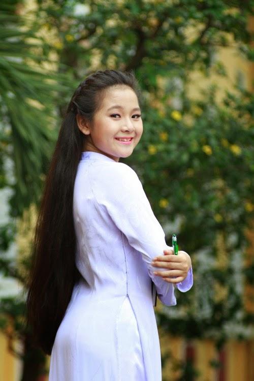 Diễn viên nhí Tam Triều Dâng xinh xắn với áo dài 14