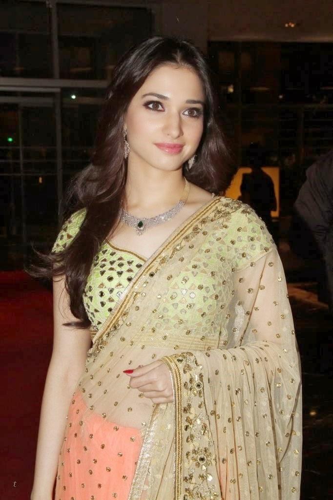 Milky Beauty Tamanna Bhatia Hot HD Wallpapers in Saree