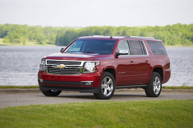 Front 3/4 view of 2015 Chevrolet Suburban LTZ