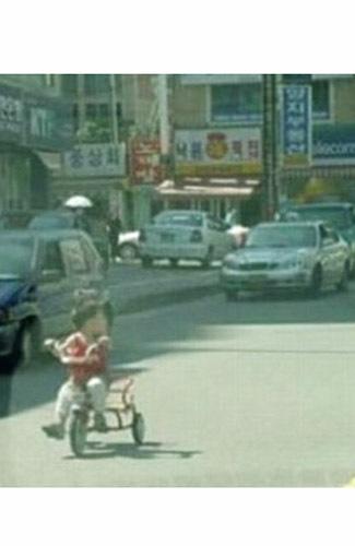 bersepeda di jalan raya