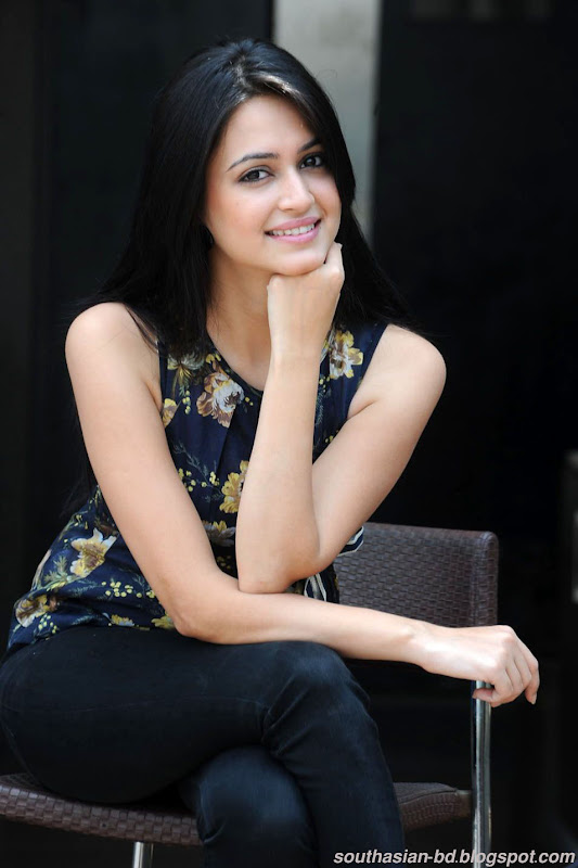Kriti Kharbanda Latest HQ Wallpaper Gallery sexy stills