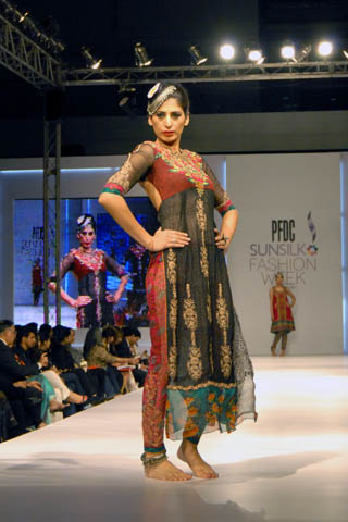 E art studio pfdc sunsilk fashion week lahore 2011 nickie for Nina g salon lahore