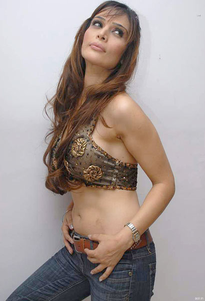 model anupama verma sizzling shoot latest photos