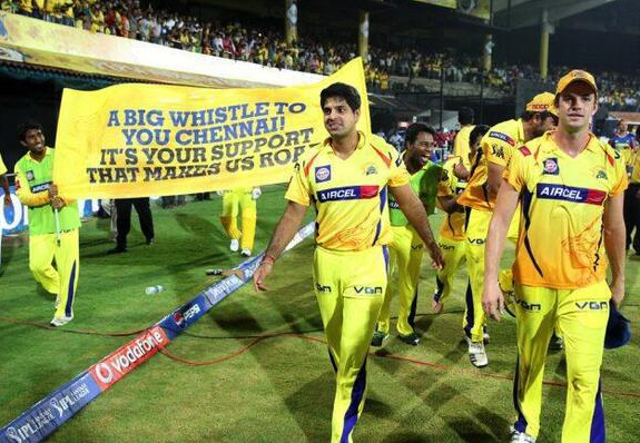 lap-of-honour-CSK-vs-DD-IPL-2013