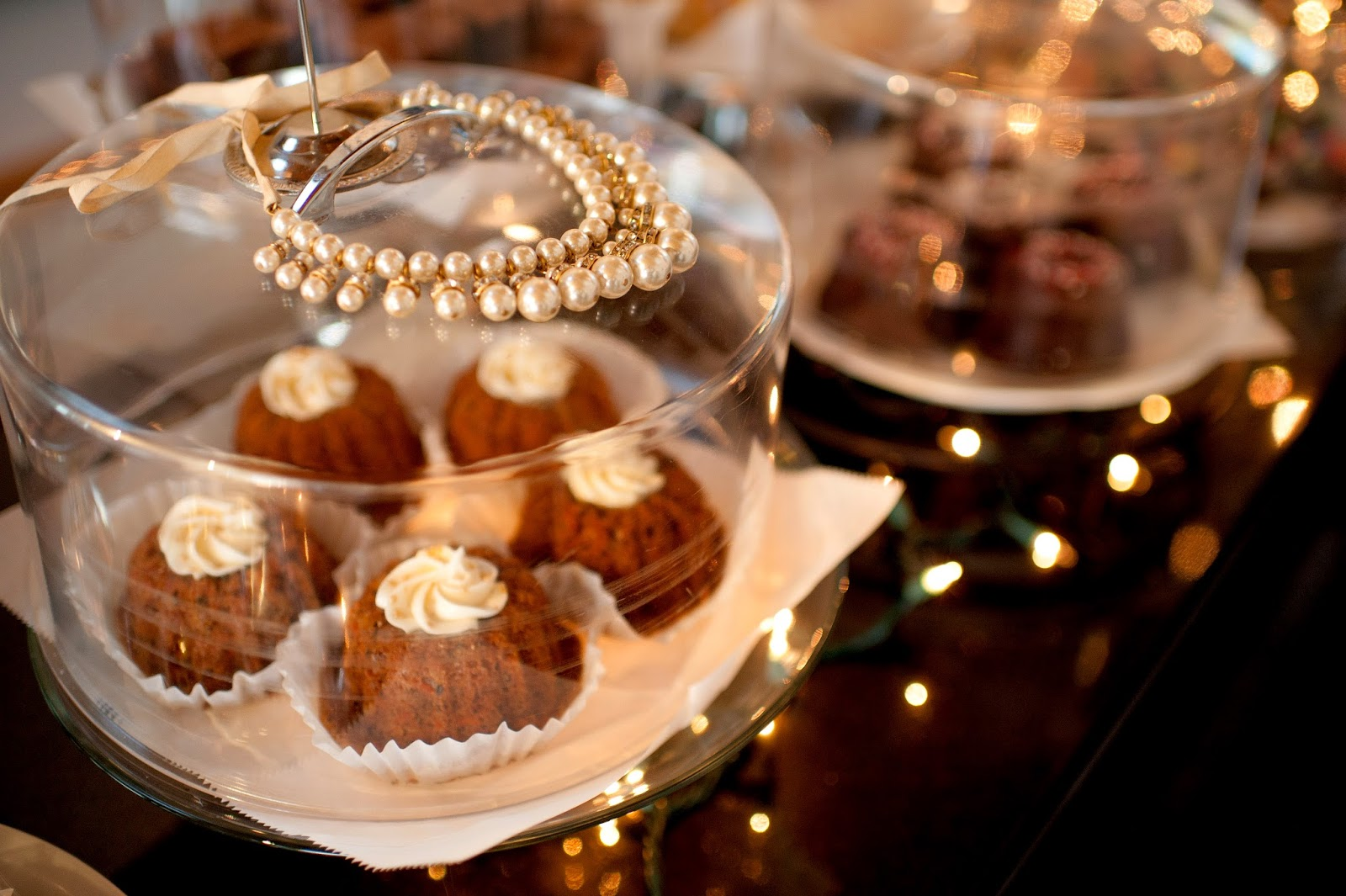 pearl-necklace-gift-pretty-staged-shot-at-big-bundts-bakery-and-more