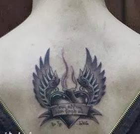 Tatuagem pequena de asa