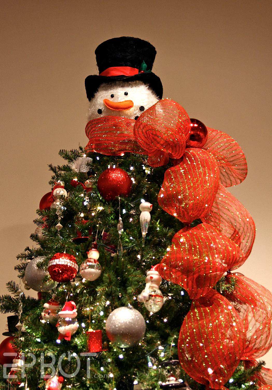 How to make a snowman christmas tree topper - But If You Re Going For Whimsy How About Turning The Tree Into A Snowman