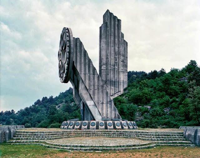 Monumentos olvidados de la ex Yugoslavia