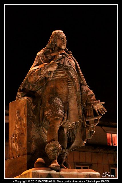 statue place turenne de la ville de sedan