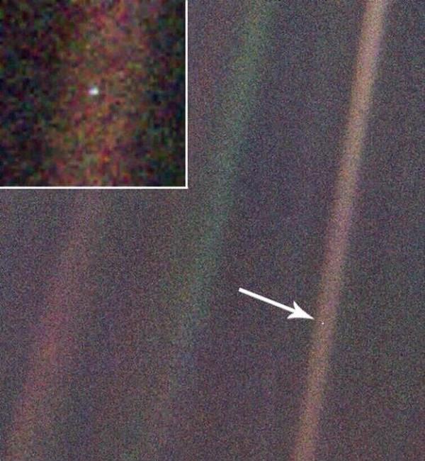 разстоянието между Сатурн и Земята