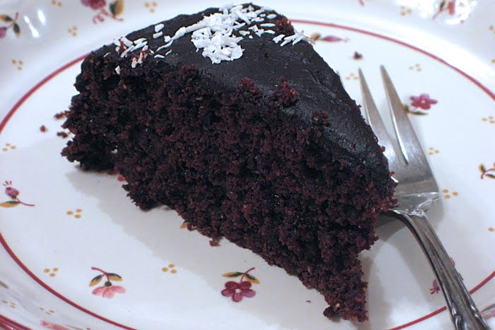 ... Easy Vegan Cooking: Chocolate cake with bittersweet chocolate frosting