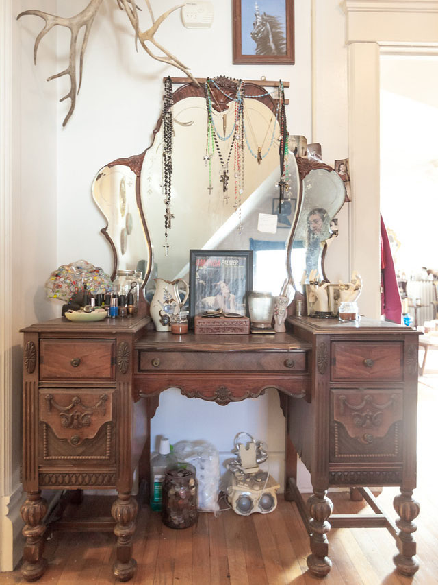 Paulie Antiques - Paulie Antiques: An Apartment Tour With Alex Reed Thompson
