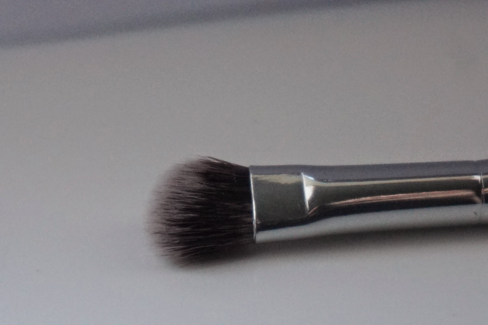 Crown Brush Review SS029 Syntho Angle Fluff - Dusty Foxes Beauty